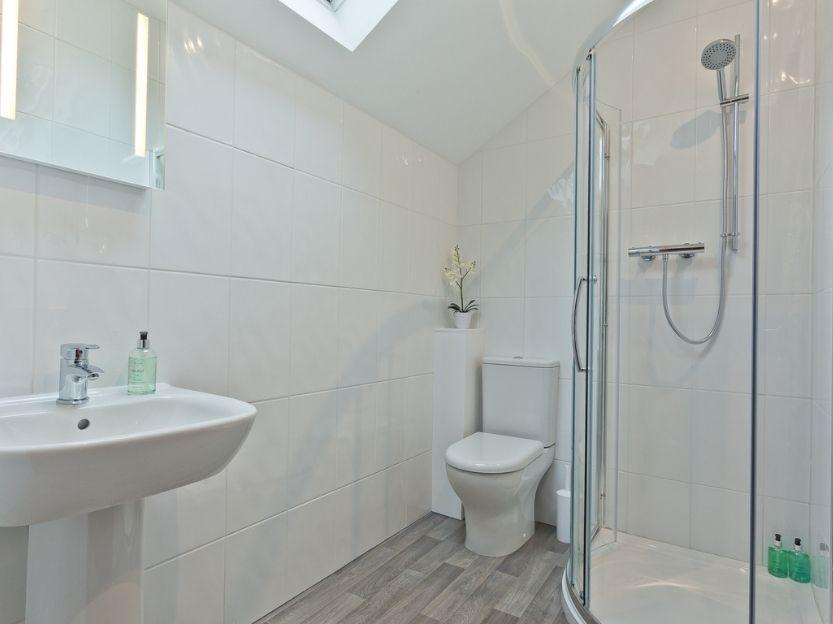 Pier & Tower Cottages Bathroom 1