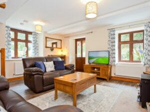 Cove Lodge Lounge area 1
