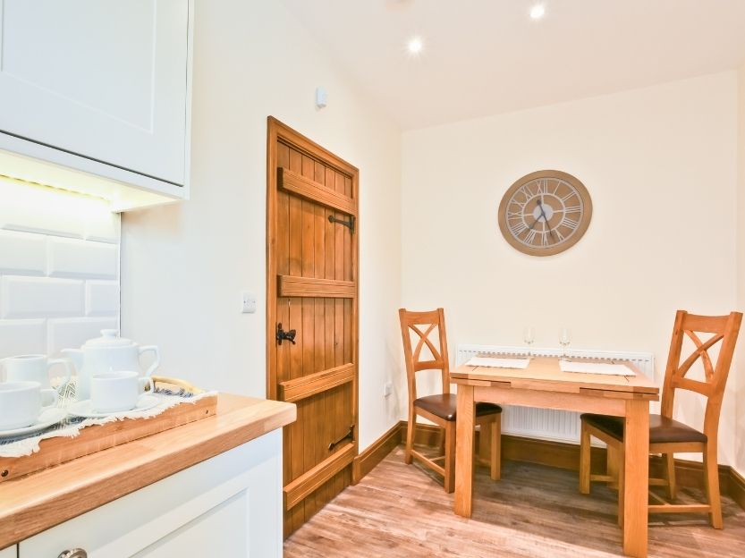Hillberry Cottage Dining space