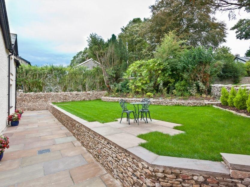 Cove Lodge Patio garden